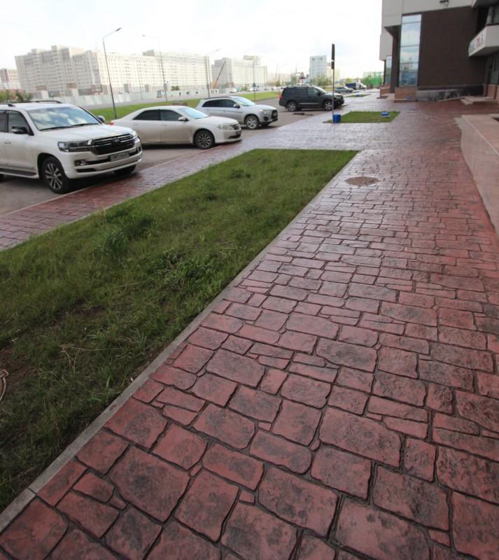 Отделка тротуарной дорожки печатным бетоном