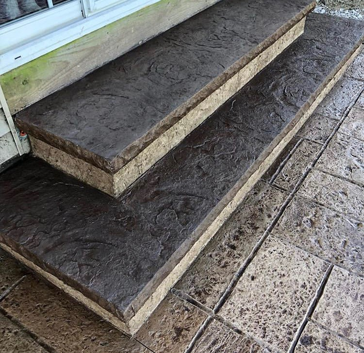 Отделка лестницы и ступеней печатным бетоном